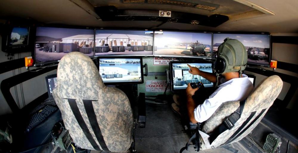 FOTO/VIDEO // Nu e o joacă: un vehicul militar real este pilotat printr-un controller Xbox